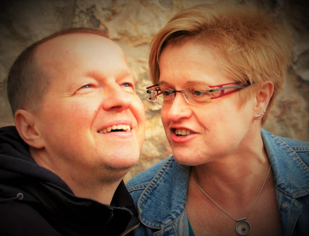 Schön, dass du hier bist. Wir sind Kirsten und Helmut. Triff uns hier: