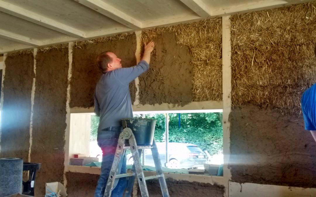 Schlammbad oder mit Lehm und Stroh nachhaltig bauen