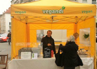 freundlichst :-) auf dem Wochenmarkt am Stephansplatz